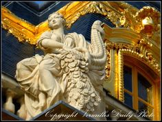 VersaillesDailyPhoto : on the palace roof, château de Versailles Versailles, Grand Parc, Palace Garden, Photo A Day, Statue, Marie Antoinette, Architecture Art, Paris France, The Past