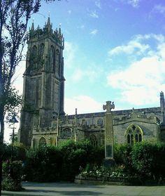 ⛪ 47-metre-high steeple of the St John the Baptist Church in Glastonbury ⛪⠀ ⠀⠀ #glastonbury #uk #england #somerset #anglia #travel #travelgram #traveladdict #blogtroterzy #blogipodroznicze #church #stjonh #baptist #photo #vacation #instago #trip...
