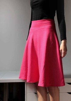 Tutorial how to sew half-round skirt Curvy Fashion, Diy Fashion, Womens Fashion, Sewing Shorts, Textiles, Couture, Midi Skirt, High Waisted Skirt, Sewing Patterns