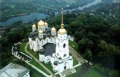 Ancient and beautiful city of Vladimir is located on a high bank Klyaz'ma. It impresses with its size, admire the extraordinary beauty, majestic gold-domed churches and peaked tower. The city is situated in the center of the European part of Russia, 180 kilometers from Moscow.
