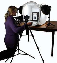 here is the ezstaging freeze frame kit being used inside an ezcube to photograph a blue