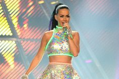 Katy Perry's Superbowl Costumes, 'Say Yes to the Dress' Goes Digital and More