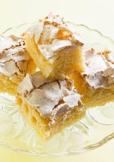 Lemon and meringue cake. Baking Recipes, Cake Recipes, Dessert Recipes, Cookie Desserts, No Bake Desserts, Meringue Cake, Swedish Recipes, Gluten Free Baking, Baked Goods