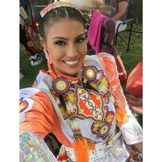 Ashley Callingbull, First Nations woman, crowned Mrs. Universe A from Alberta's Enoch Cree Nation has become the first First Nations woman and the first Canadian to win the Mrs. Native American Models, Native American Beauty, Native American Indians, American Art, First Nations, Mrs Universe, Indian People, Pow Wow, Native Indian