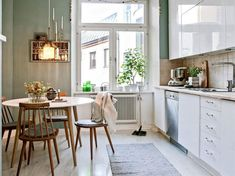 Trends come and go … How not to be had and imagine a kitchen you will not get tired? We give you the keys of a kitchen in which you will feel good even in a few years. Kitchen Dinning, Home Decor Kitchen, Home Kitchens, Dining Room, Cute Home Decor, Cheap Home Decor, Design Your Dream House, House Design, Minimalist Home Interior