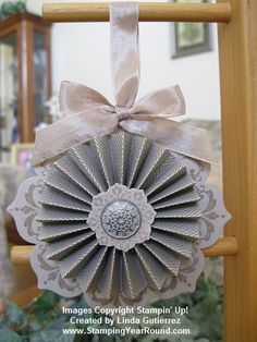 crumb cake ornament using daydream medallions and the rosette