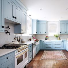 Martha Stewart shares clever ideas and practical storage solutions for any kitchen in any size. These tips can help create a functional kitchen in any home. Blue Kitchen Interior, Blue Kitchen Cabinets, Home Decor Kitchen, New Kitchen, Home Kitchens, Interior Modern, Blue Kitchen Ideas, Blue Kitchen Designs, French Kitchen