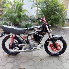 Yamaha Motorcycles, Cars And Motorcycles, Vario 150, Yamaha Rx100, Honda Cub, Indonesian Art, Cafe Racer Bikes, King Cobra, Motorcycle Engine