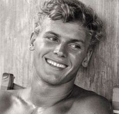 Tab Hunter (born Arthur Andrew Kelm, seen here in was an American actor, pop singer, film producer, and author. He starred in more than 40 films and was a well-known Hollywood star of the and Tab Hunter, Tom Selleck, Hommes Au Style Country, Vintage Hollywood, Classic Hollywood, Plus Tv, Pin Up, Lgbt, Iconic Movies