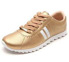 Uma ótima dica de calçado feminino é o Tênis feminino Moleca Sport Dourado, com acabamento em microfuros, tiras laterais, logo metalizado, fecho por cadarço e sola tratorada de 2cm.  (VEJA MAIS AQUI) Adidas Samba, Ideias Fashion, Manicure, Adidas Sneakers, Shopping, Gold Shoes, Ladies Shoes, New Sneakers, Tomboy
