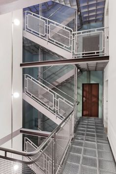 Immeuble Clarté, Geneva Switzerland (1930-32) | Le Corbusier | Image © Luca Fascini Photographe D'Architecture Le Corbusier, Photo D'architecture, Construction, Work Inspiration, World Heritage Sites, Stairways, Modern Architecture, Facade, Sweet Home