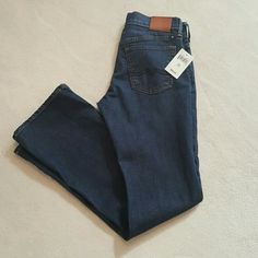 """NWT lucky Brand denim jeans! Brand new with tag, lucky brand jeans.  Size is 0/25 length is 30"""" Lucky Brand Jeans Ankle & Cropped"""