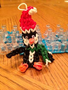 Christmas PENGUIN.Designed and loomed by Donna Lorber. (Rainbow Loom FB page).