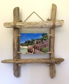 The perfect DIY decoration - driftwood ideasmake your own wall decor driftwood ideasDriftwood photo frame from Workshop: wall decoration .Driftwood photo frame from Workshop: wall decoration . from photograph driftwood from Driftwood Frame, Driftwood Projects, Driftwood Ideas, Tree Of Life Shop, Ocean Home Decor, Photo Frame Design, Unusual Facts, Strange Facts, Angel Decor