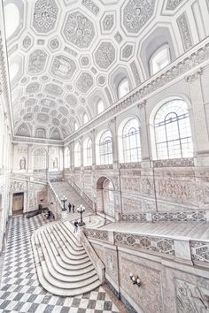 Grand Staircase of La Venaria Reale Palace near Turin, Piedmont, northern Italy. UNESCO Heritage List ✯ ωнιмѕу ѕαη∂у