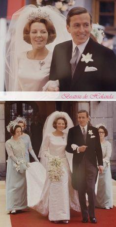 Famous Wedding Dresses, Royal Wedding Gowns, Royal Weddings, Modest Wedding Dresses, Wedding Bride, Royal Tiaras, Royal Jewels, Estilo Real, Vintage Wedding Photos