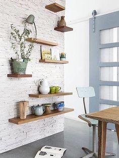 은은한 주방 인테리어 | 파벽돌로 인테리어를 하면 어느 공간이든 색다른 분위기를 연출시킵니다! 카페 같은 분위기, 빈티지한 분위기, 모던한 분위기까지 내는 파벽돌 인테리어! 1) 침실 침실에 파벽돌 인테리어를 적용하면 딱딱한 느낌일 것 같지만 더욱 포근하고 집 같은 느낌을 준답니다! 2) 모던한 거실 파벽돌로 모던한 거실을 만들고 싶다면 검은색과 조합된 파벽돌을 이용하면 됩니다!