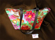 Oilcloth tote bags are versatile & durable. This is not your grandma's oilcloth. Design ideas and tips for sewing colorful unique oilcloth totes. Sewing Hacks, Sewing Tutorials, Sewing Projects, Sewing Tips, Market Bag, Love Sewing, Sewing For Beginners, Hobo Bag, Purses And Bags