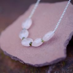 Collier Quartz rose et Verdelite Quartz Rose, Pearl Necklace, Pearls, Jewelry, Necklaces, String Of Pearls, Jewellery Making, Beads, Jewelery