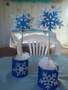 Centro de mesa em EVA com glitter cortado a laser. Para festas com tema Frozen.