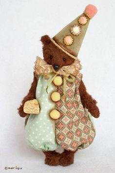 Buffoon-bear with cake By Maria Guyda - Bear Pile