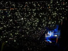 Wow! Look at all the amazing Directioners during Moments!