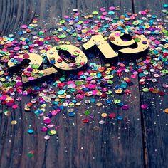 Jahreshoroskop Das bringt das neue Jahr Annual Horoscope Your Stars in the New Year Year Quotes, Quotes About New Year, Work Pictures, Friendship Quotes, Happy New Year, Horoscope, Sprinkles, Hoffmann, Strudel