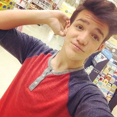 Hey! I am Aaron! I am 18 and I am single! I am a viner and a youtuber and yea. So introduce yourself!