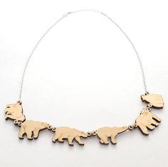 yukinagao【paraparaネックレス シロクマ】 パラパラ漫画をイメージして動物たちが動いてる仕草を表現したネックレス。動物たちの表情とかわいい動きをお楽しみ下さい。