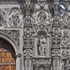 """pasionxmexico: """"El museo nacional del Virreinato ocupa el antiguo colegio jesuita de San Francisco Javier en Tepotzotlán en este fragmento de la preciosa fotografía compartida por @emmanuel0610 podemos apreciar un bello detalle de su hermosa portada"""""""