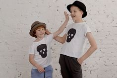 "halloween in dawanda T-shirt ""Skullbuster Black"" - Easy_Peasy - Bluzki dla dzieci Kids Outfits, Cool Outfits, Kids Fashion, T Shirts For Women, Easy Peasy, Halloween, Children, Hats, Clothes"