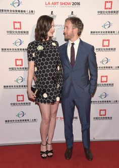 Pin for Later: Anne Hathaway Débute Son Baby Bump Sur le Tapis Rouge