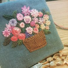 #Embroidery#stitch#needlework#needle case #프랑스자수#일산프랑스자수#자수#바늘집 #sko님의 바늘집솜씨~린넨색상이 멋지네요~