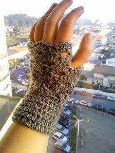 The Anarchist Knitter: OMG, It's Almost Christmas Fingerless Mitts - Free Crochet Pattern/Modelo Grátis de Crochet