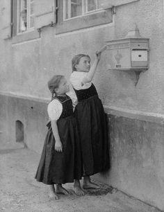 ALFRED STIEGLITZ, The Letterbox  1894