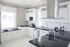 2 Port Victoria | Asuntomessut Decor, Home Kitchens, Interior, Room Layout, Kitchen, Kitchen Dining, Home Decor, Dream Kitchen, Kitchen Cabinets