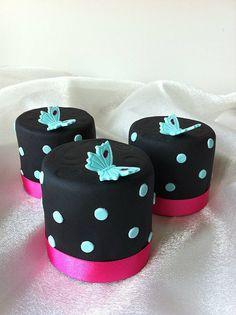 Butterfly Mini Cakes #cakes http://pinterest.com/ahaishopping/