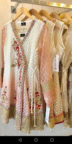 Pakistani Fashion Party Wear, Pakistani Dresses Casual, Pakistani Wedding Outfits, Pakistani Dress Design, Designer Kurtis, Designer Dresses, Sleeves Designs For Dresses, Dress Neck Designs, Kurta Designs