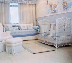 Cuarto de bebé blanco y celeste