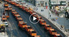 300 Veículos Trabalham Em Perfeita Harmonia Para Alcatroar Enorme Estrada Num Só Dia http://www.funco.biz/300-veiculos-trabalham-perfeita-harmonia-alcatroar-enorme-estrada-num-so-dia/
