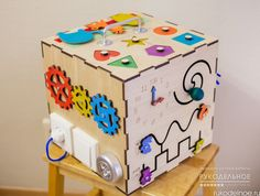 Предлагаем вашему вниманию чудесные бизикубики! Размер такого кубика 28*28*28см! Все детали выполнены из экологичных материалов, на этом кубике более 35 различных элементов, все покрашены гипоаллергенной краской в ручную. Эти кубики безумно нравятся малышам. С ним Ваш малыш будет занят с пользой для своего развития и здоровья! https://rukodelnoe.ru/catalogue/toys/develop/biziboks-bizikub-bizibord-39037.html…