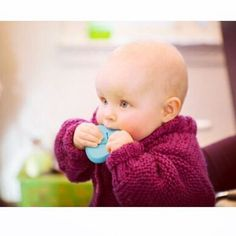 We have made sure that mums and babies are safe and sound when using bbhugme. All parts are tested and approved. For example, the pebbles are made of soft BPA free silicon. Did you know that the bbhugme pebbles are perfect as teethers?