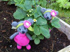 Galna i Garn: Små blomster-möss i jordgubbslandet