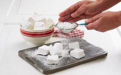 Oppskrift på  Hjemmelagde marshmallows, foto: