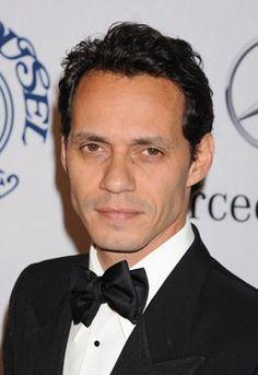 Marc Anthony es un cantante famoso. El es un padre de los niños de Jennifer Lopez.