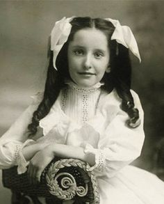 +~+~ Antique Photograph ~+~+  Ringlets and Bows