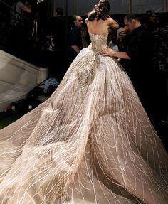 Elie Saab Bridal Finale Look🕊 • • • #travel #paris #fashionweek #pfw#trending #dress #photooftheday #style #luxe #goals #inspo #picoftheday #luxurylife #lifestyle #like4like #likeforlike #likeforfollow #like #gown #runway #hf #art #eliesaab #couture #mod