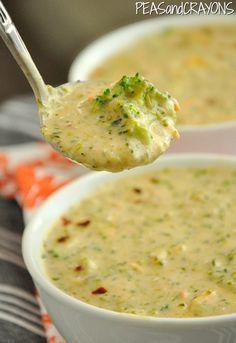 Panera Broccoli & Cheese Soup Sustituí las 2 tazas de caldo por 2 cubitos y tres tazas de agua. No tenía haft and a haft y use soul cream