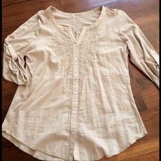 Nine West Vintage American Collection Taupe S 4-6 Super soft & loaded with pretty Embroidered details. Soft cotton with 3/4 sleeves loose fitting & flattering. Very clean condition. Hardly worn. Smoke free home. Bundle & save!!!  Nine West Tops Blouses