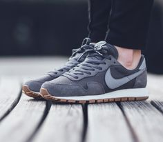 Nike Wmns Air Pegasus 83 - Dark Grey/Stealth-Black available now in-store  and online Berne